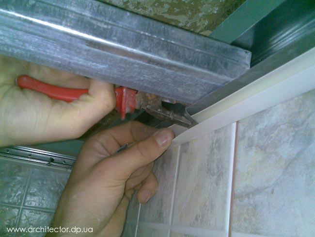 Монтаж потолка из пластиковых плинтусов своими руками